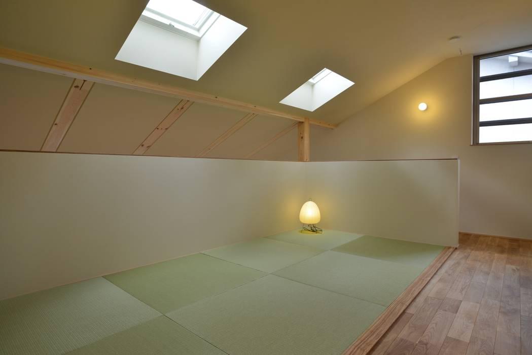 Moderner Multimedia-Raum von バウムスタイルアーキテクト一級建築士事務所 Modern