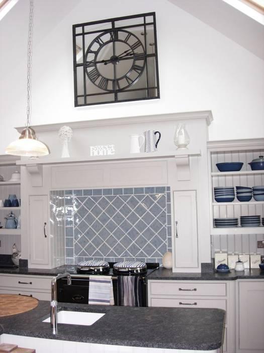 Aga & Clock Cocinas de estilo rural de Roundhouse Architecture Ltd Rural