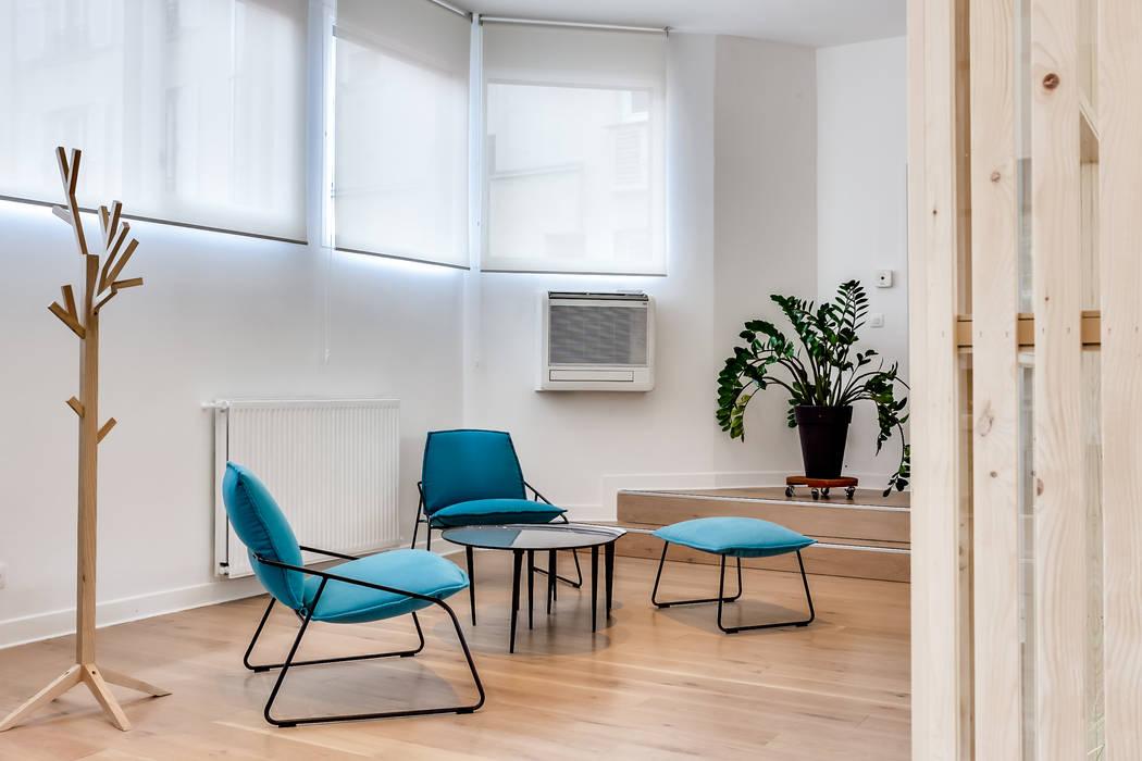 Salle d'attente, PROJET VINCENNES, Agence Transition Interior Design: Bureaux de style  par Transition Interior Design