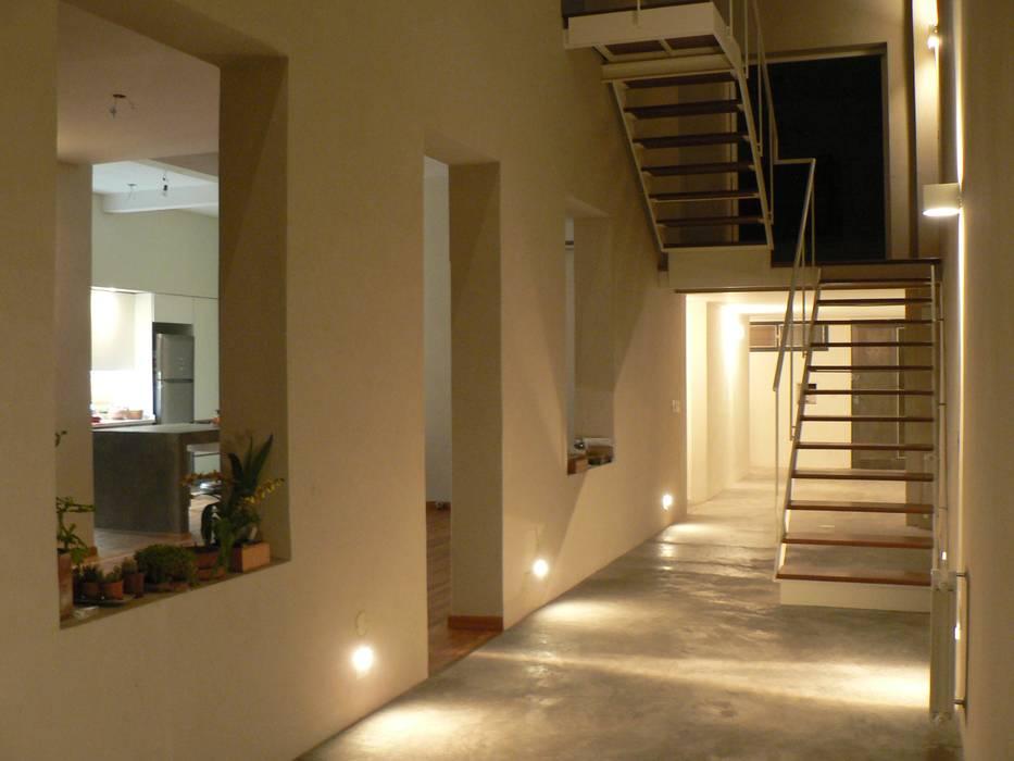 Houses by Paula Mariasch - Juana Grichener - Iris Grosserohde Arquitectura, Modern