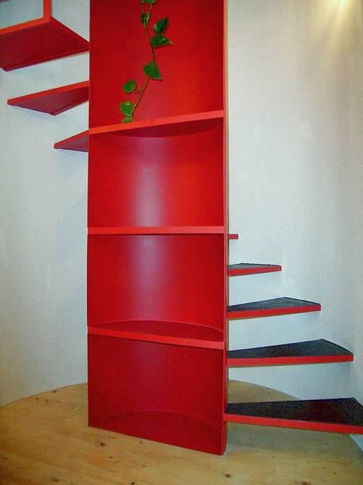 La scala in ferro : Ingresso & Corridoio in stile  di Giuliana Andretta Architetto