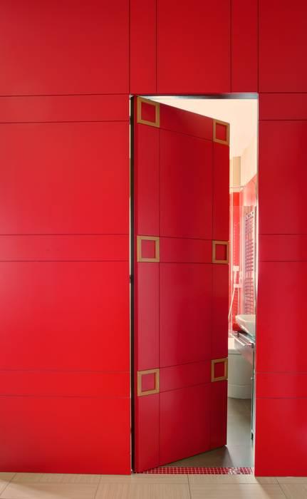 La Porta - parete: Bagno in stile in stile Moderno di Giuliana Andretta Architetto