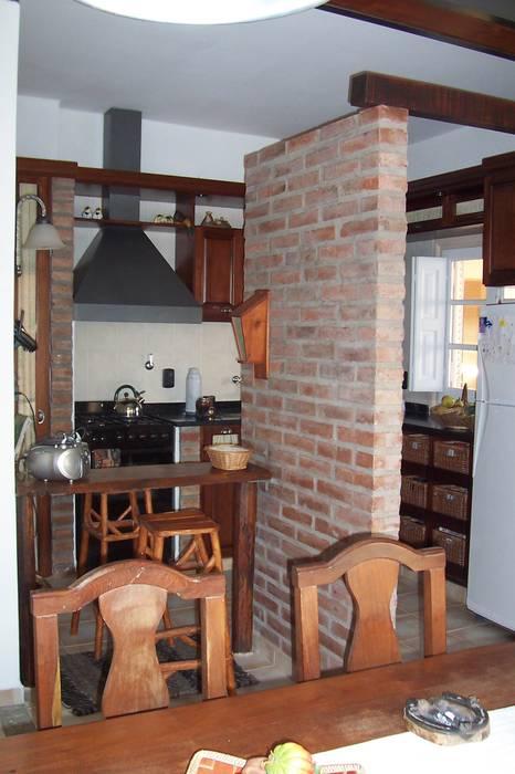 Remodelación cocina - comedor - patio de luz: cocinas de estilo ...