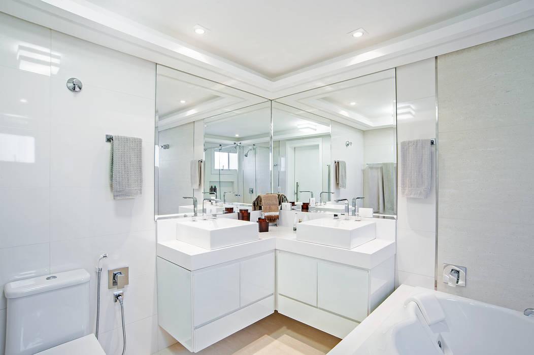 Banheiro Casal Banheiros modernos por Patrícia Azoni Arquitetura + Arte & Design Moderno