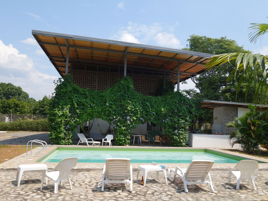 Country style houses by vermelho arquitectos Country