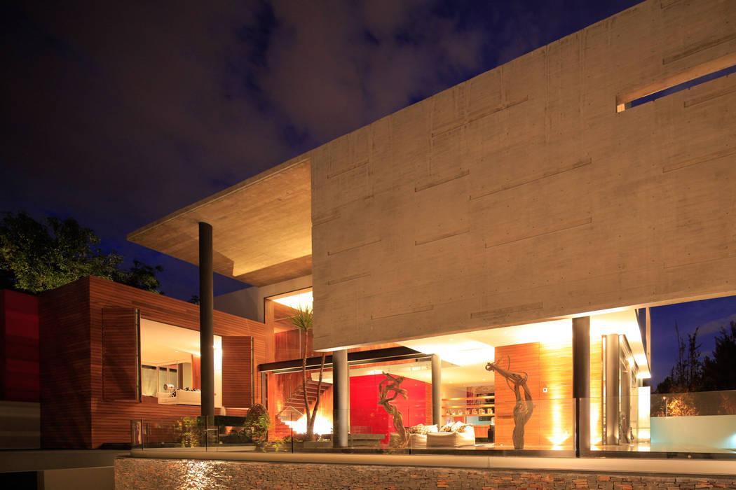 Minimalist balcony, veranda & terrace by Echauri Morales Arquitectos Minimalist