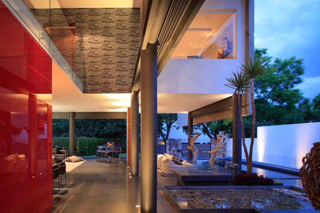 Minimalist Balkon, Veranda & Teras Echauri Morales Arquitectos Minimalist