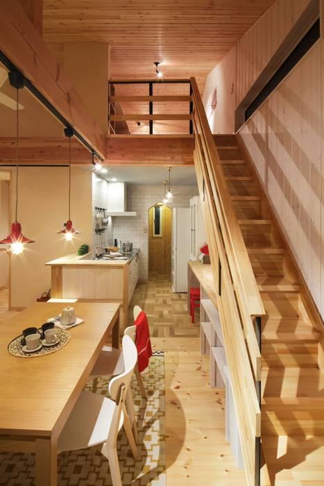 Scandinavian style dining room by dwarf Scandinavian