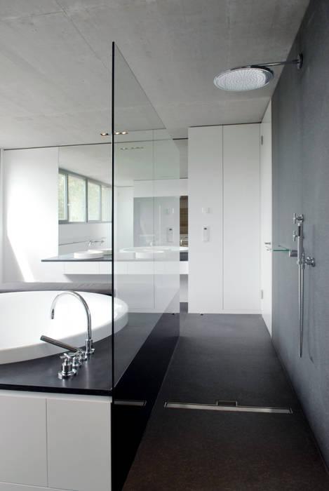 Penthouse düsseldorf: badezimmer von corneille uedingslohmann ...