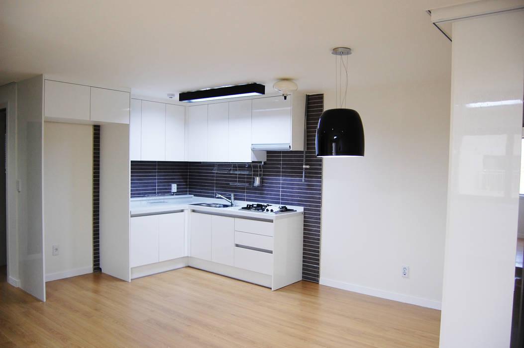 AAG architecten Modern kitchen