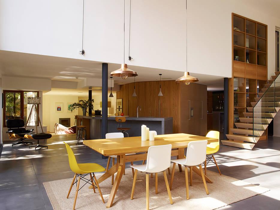 Richmond: Salle à manger de style de style Moderne par Concrete LCDA
