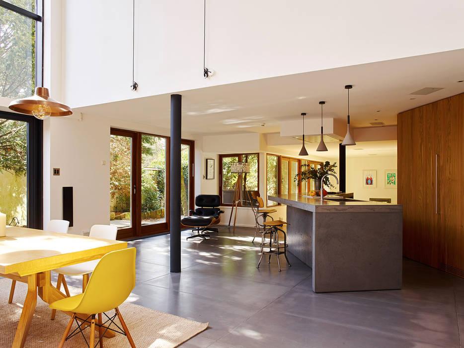 Richmond Столовая комната в стиле модерн от Concrete LCDA Модерн
