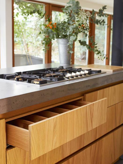 Richmond: Cuisine de style de style Moderne par Concrete LCDA