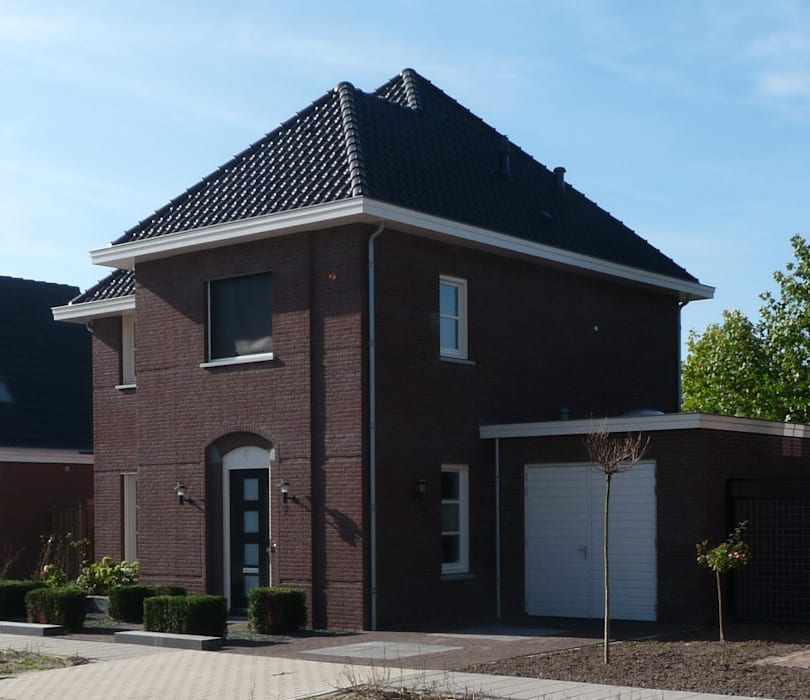 Zijaanzicht nieuwbouw villa Velddriel:  Huizen door Villa Delphia
