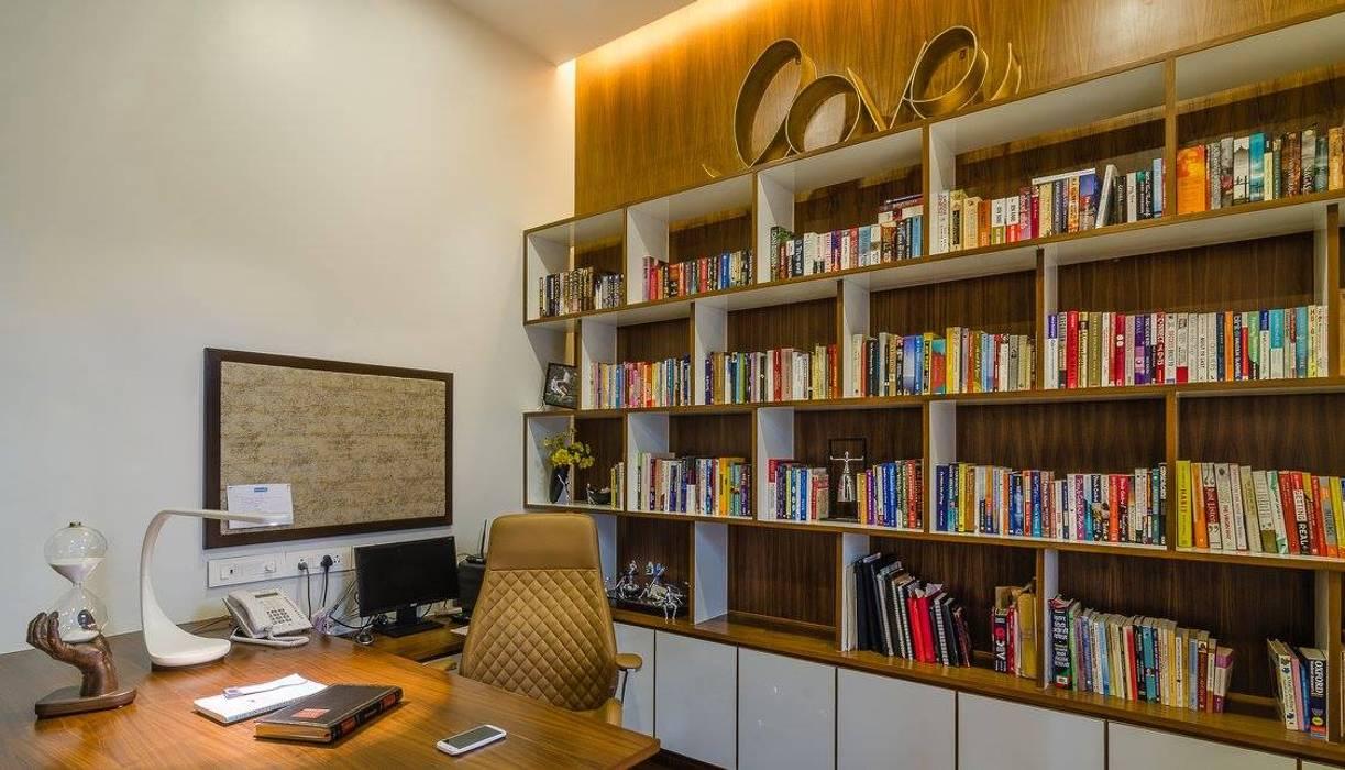 Estudios y despachos de estilo moderno de In-situ Design Moderno
