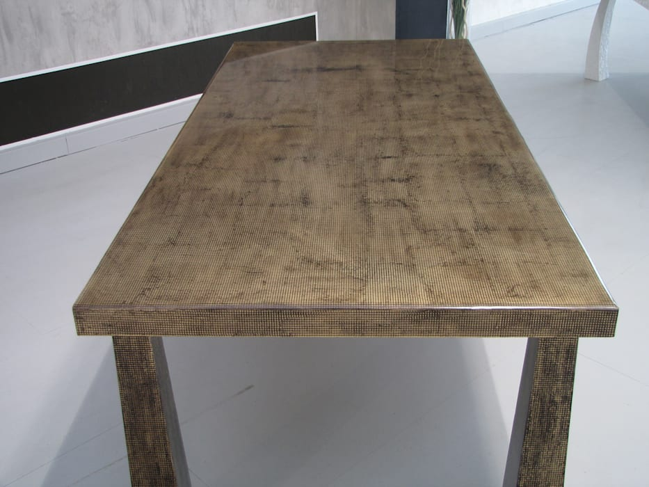 Tavoli Sala Da Pranzo In Legno : Tavolo in legno con rivestimento in resina sala da pranzo in