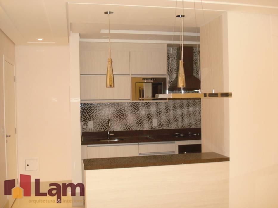 Cocinas de estilo moderno de LAM Arquitetura   Interiores Moderno