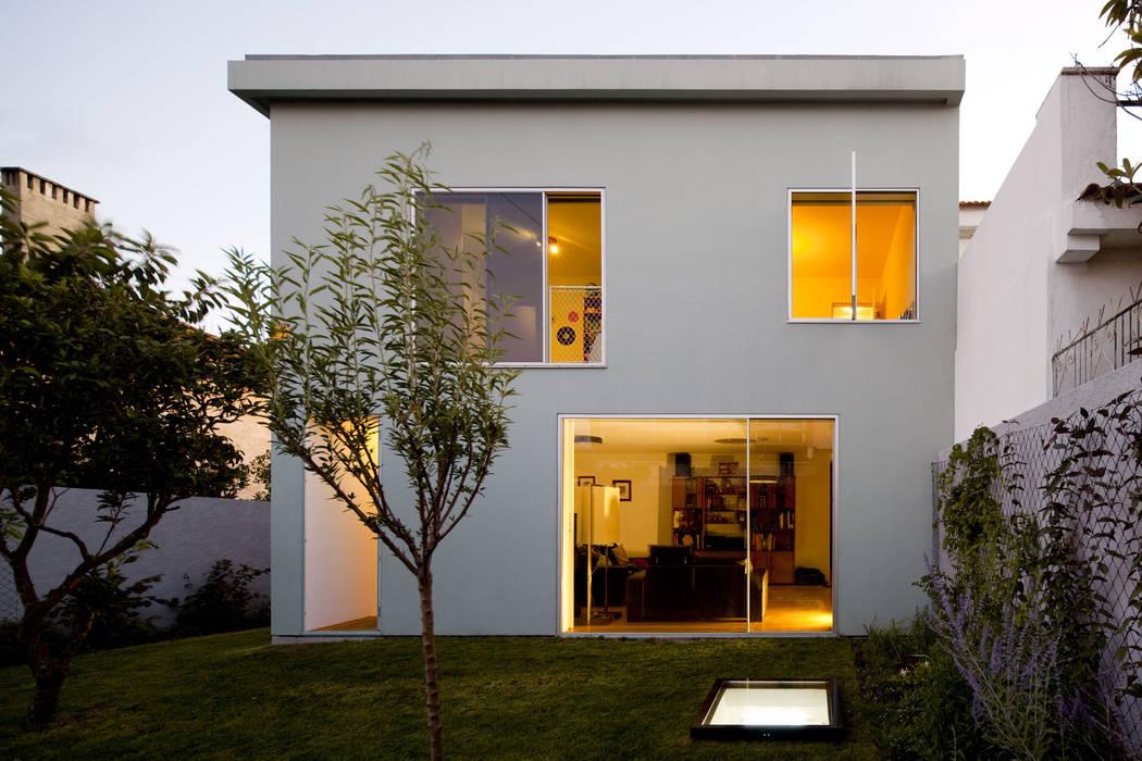 Houses by EXTRASTUDIO,