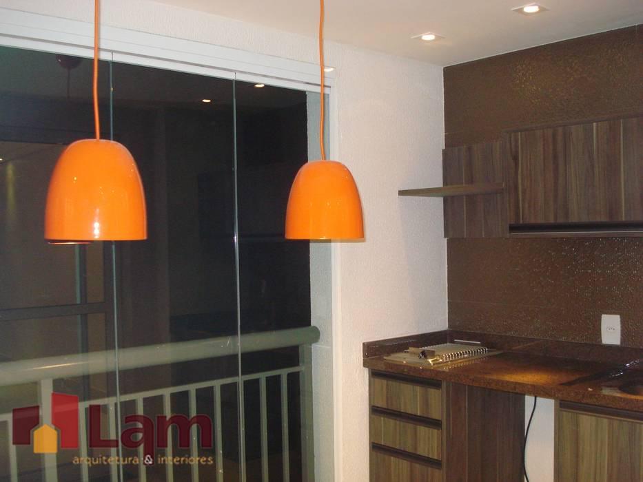 Balcones y terrazas modernos de LAM Arquitetura | Interiores Moderno