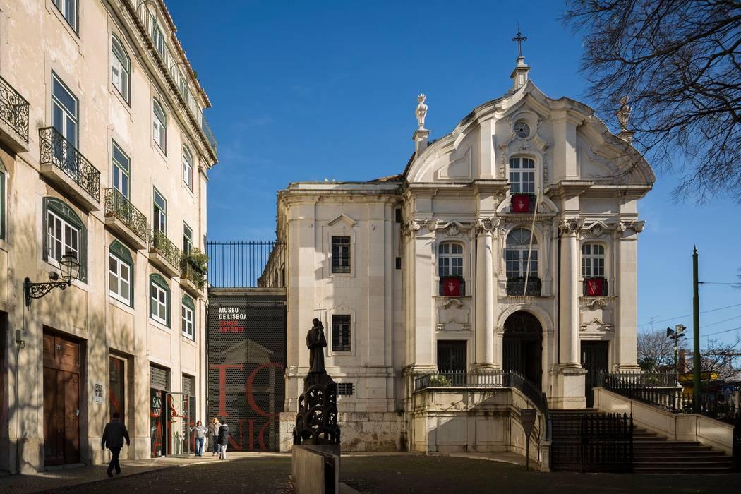Santo António Museum / Global Design: Museus  por P-06 ATELIER, ambientes e comunicação, Lda,