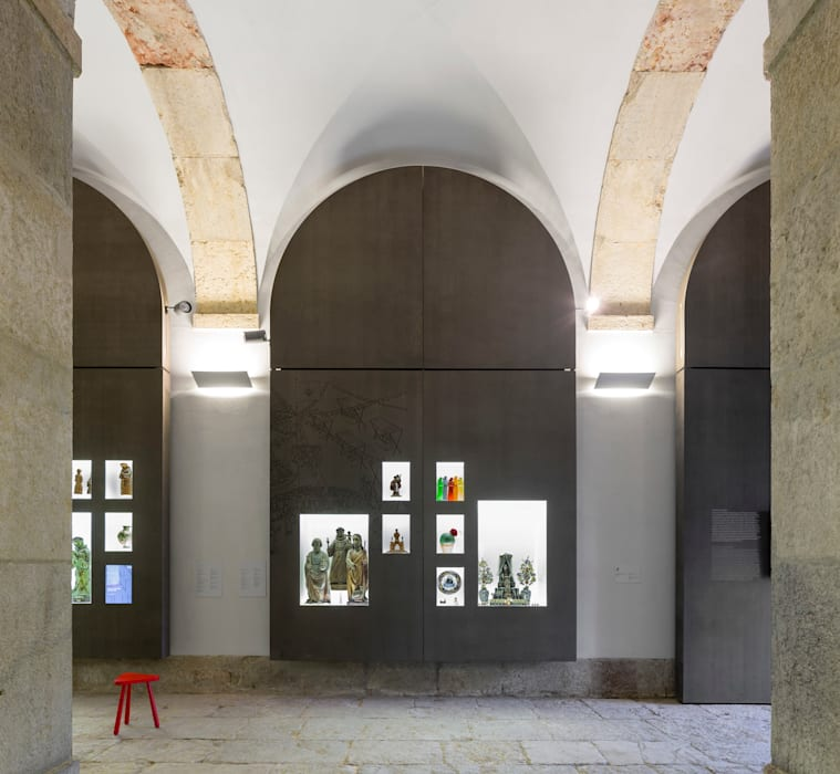 Santo António Museum / Global Design: Museus  por P-06 ATELIER, ambientes e comunicação, Lda