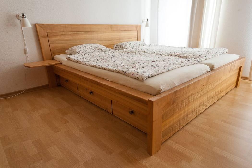 Bett, nachttisch und hochbett: von atelier sinnesmagnet ...