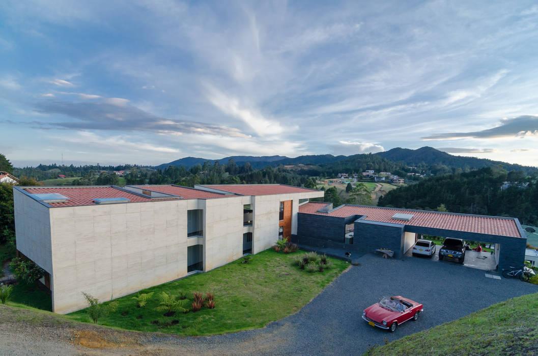 exterior 2: Casas de estilo  por PLANTA BAJA ESTUDIO DE ARQUITECTURA