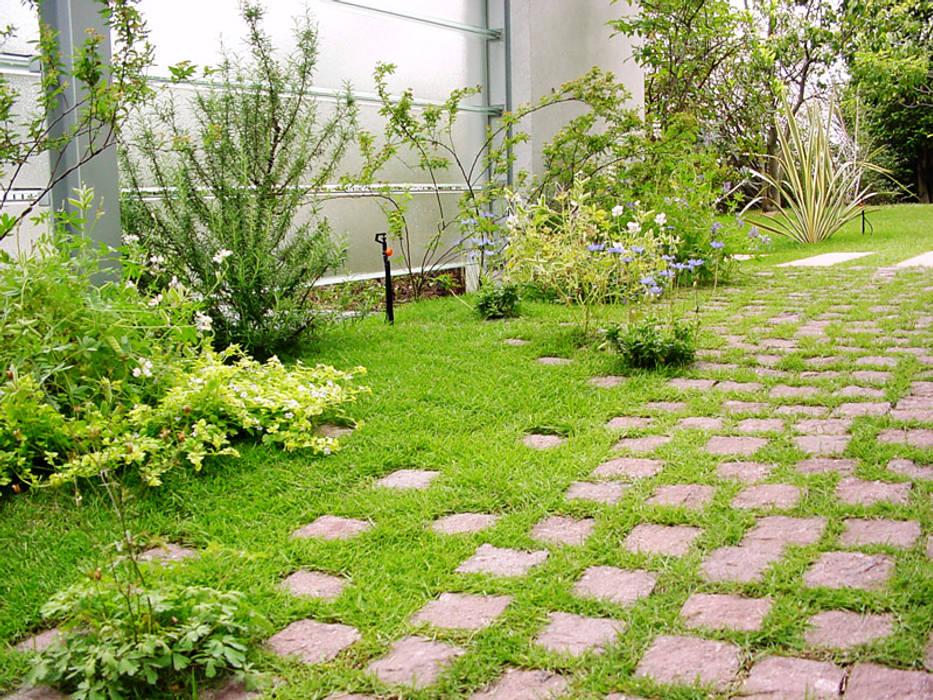 Сад в стиле модерн от (有)ハートランド Модерн