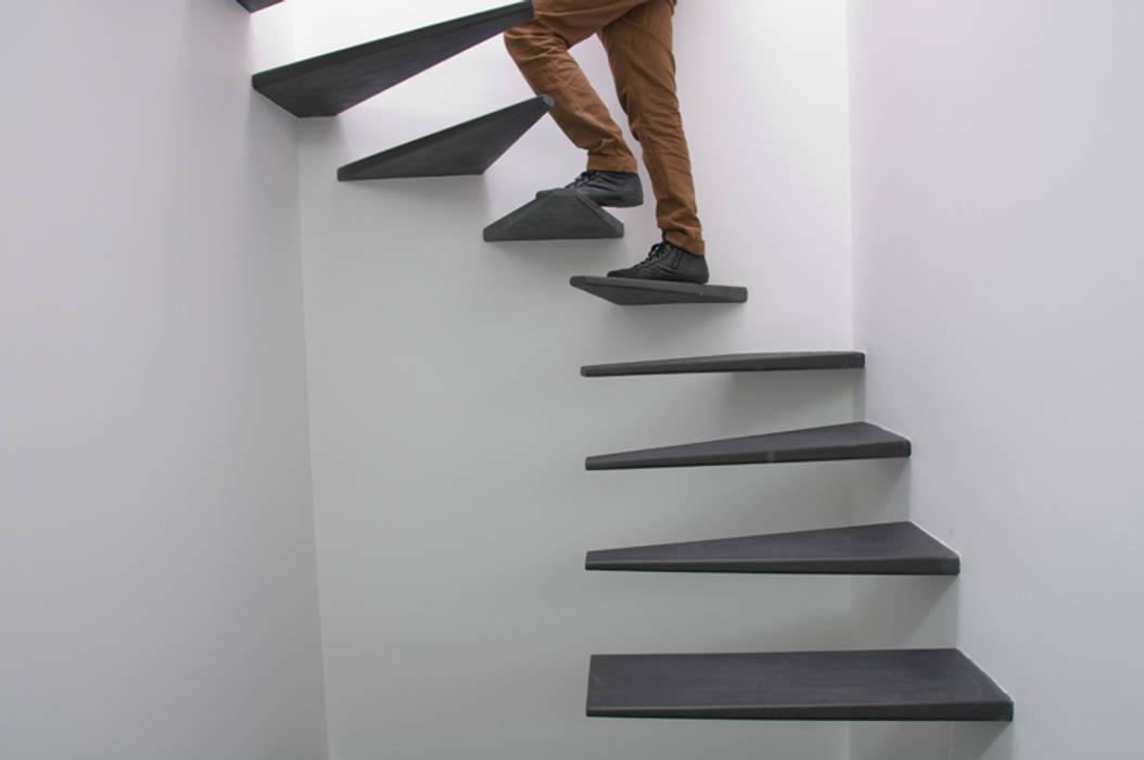 Pasillos, vestíbulos y escaleras de estilo minimalista de feedback-studio arquitectos Minimalista