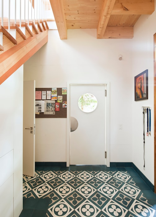 Eclectic style corridor, hallway & stairs by Müllers Büro Eclectic