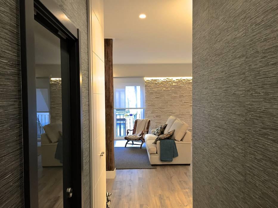 Modern Corridor, Hallway and Staircase by EKIDAZU Modern