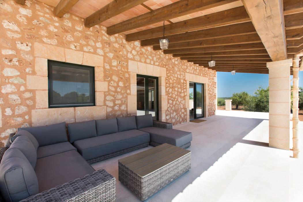 Villa CP Campos Balcones y terrazas de estilo rústico de ISLABAU constructora Rústico