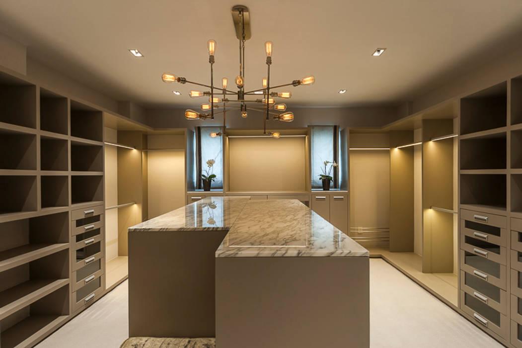 Dressing classique par HO arquitectura de interiores Classique