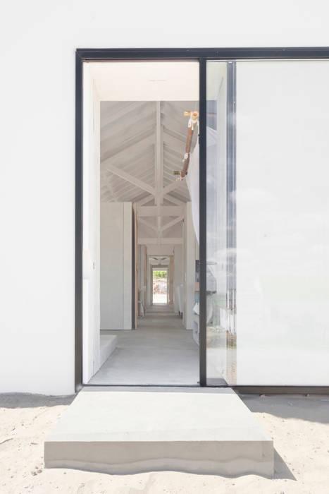 Sítio da Lezíria Modern corridor, hallway & stairs by Atelier Data Lda Modern