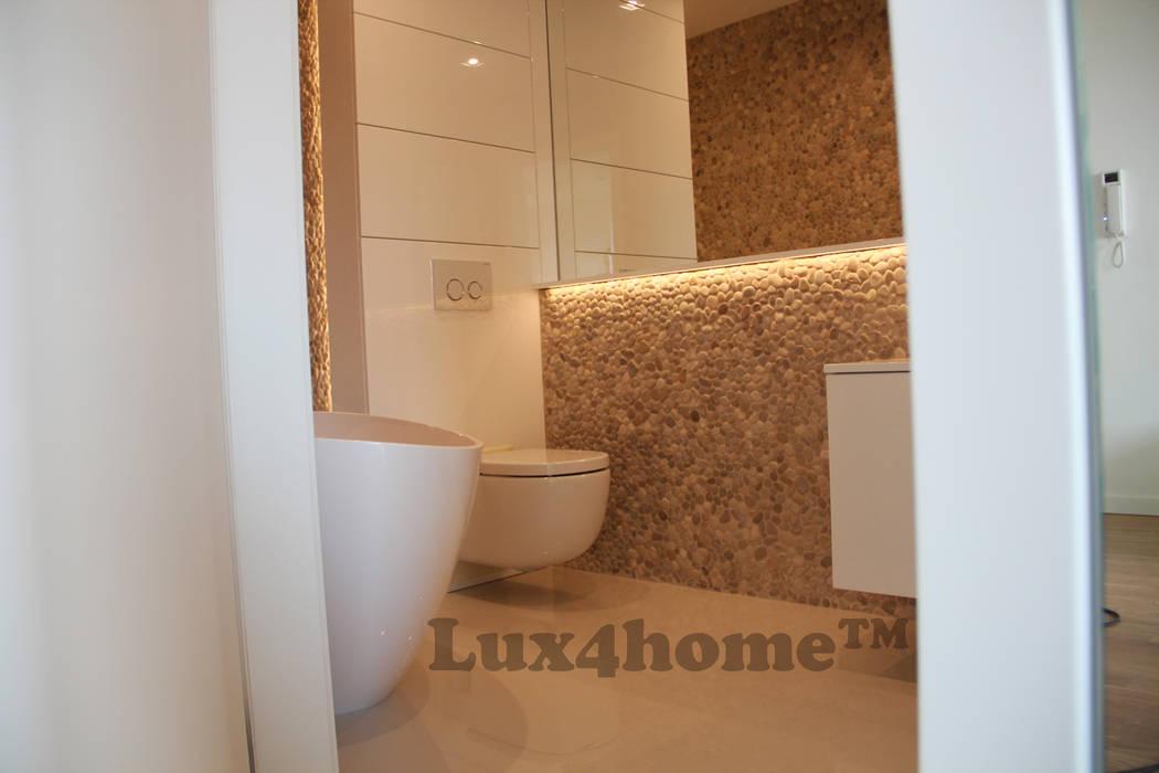 Beżowe otoczaki do łazienki - otoczaki na ścianie Minimalistyczna łazienka od Lux4home™ Minimalistyczny Kamień