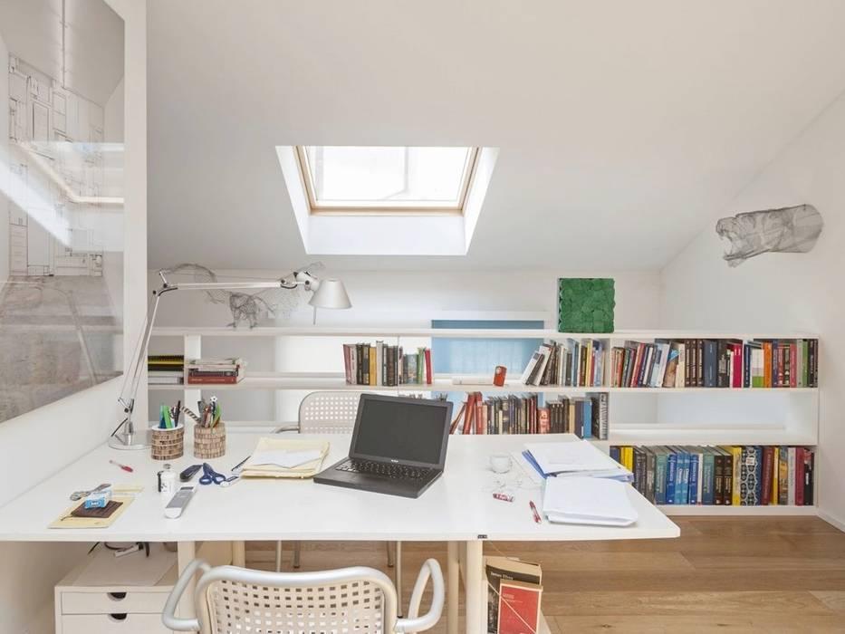 Moderne Arbeitszimmer von MIROarchitetti Modern Holz Holznachbildung