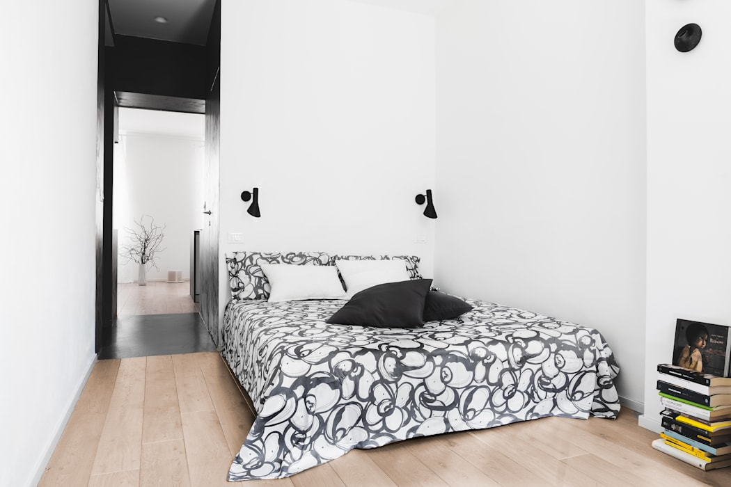 Small bedroom by MIROarchitetti,