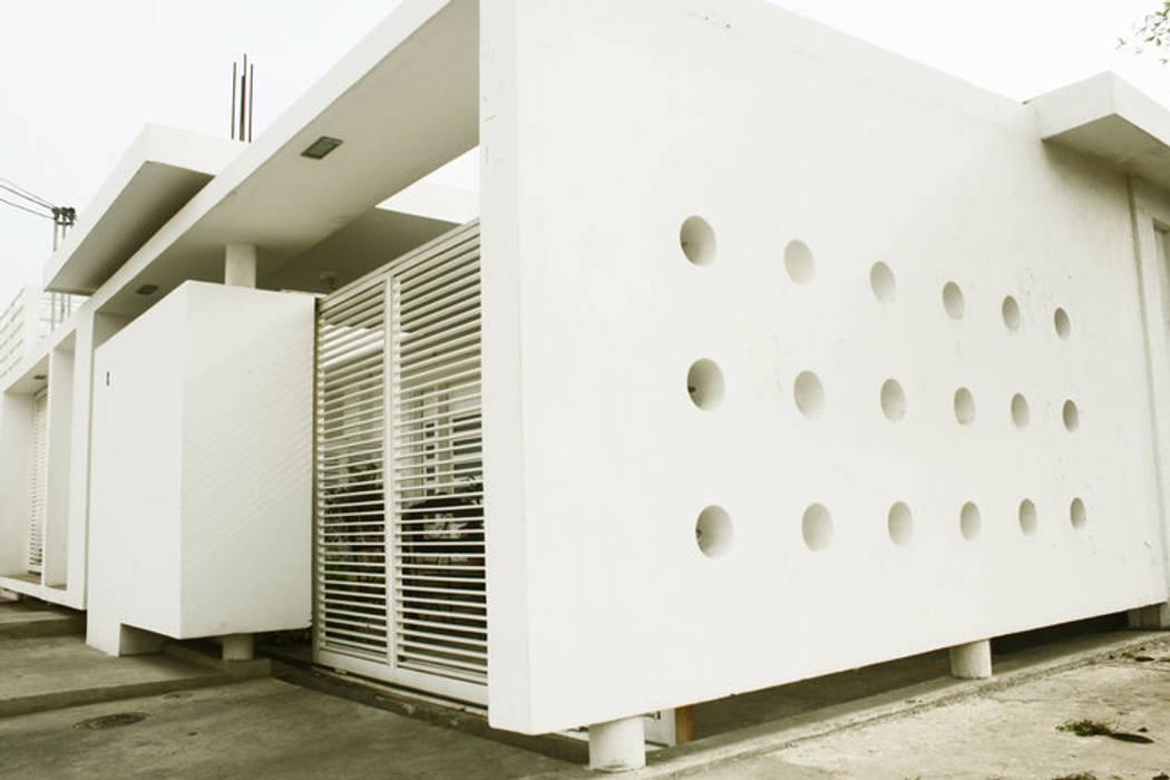 vivienda de la serie rectángulos : Casas de estilo  por Eira Fernandez