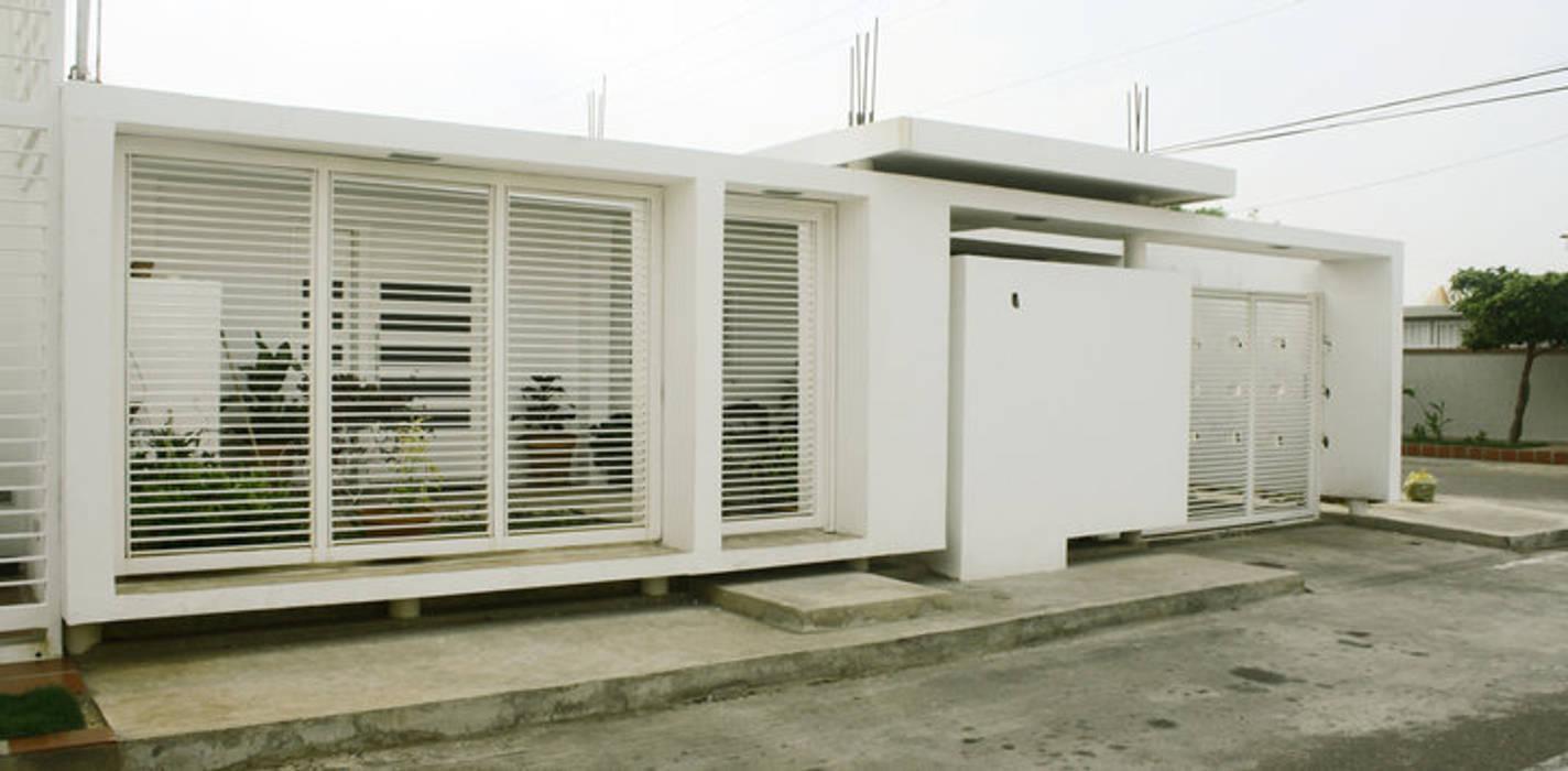 serie rectángulos : Casas de estilo minimalista por Eira Fernandez