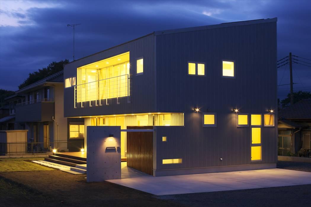 Rumah Modern Oleh SPACE DESIGN STUDIO Modern Besi/Baja