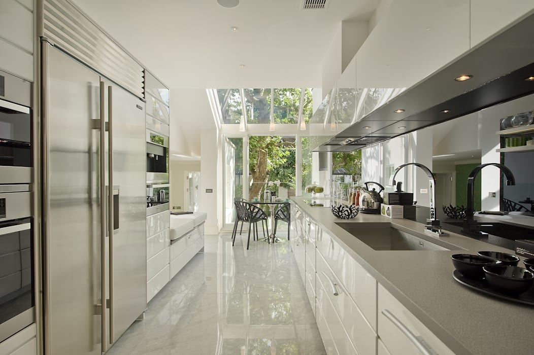 The Kitchen at the Chester Street House by Nash Baker Architects Ltd Класичний