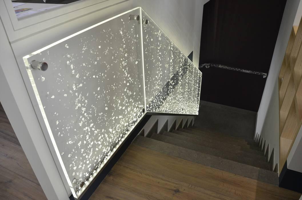 Rambarde d'escalier: Bureau de style de style Moderne par ES'KIS