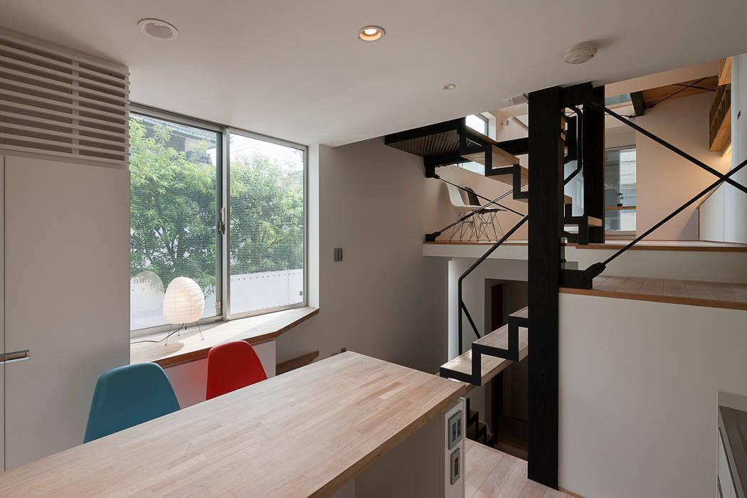 Modern kitchen by 根來宏典建築研究所 Modern Wood Wood effect