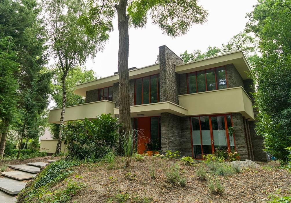 STROOM architecten Modern houses Stone Grey