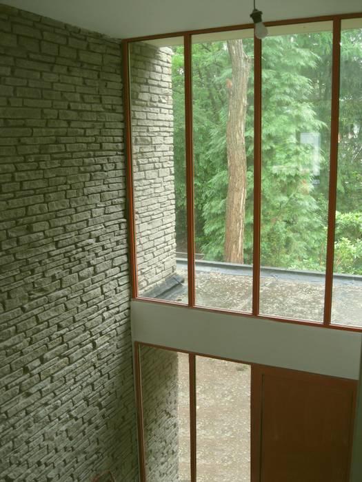 Villa Halsteren Moderne gangen, hallen & trappenhuizen van STROOM architecten Modern