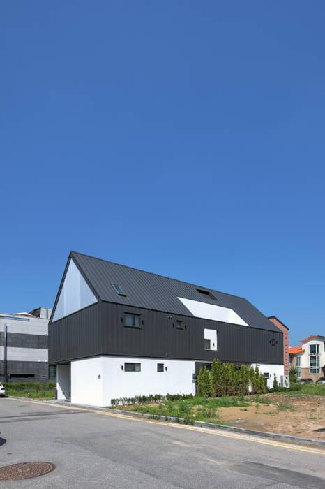 Casas modernas de mlnp architects Moderno