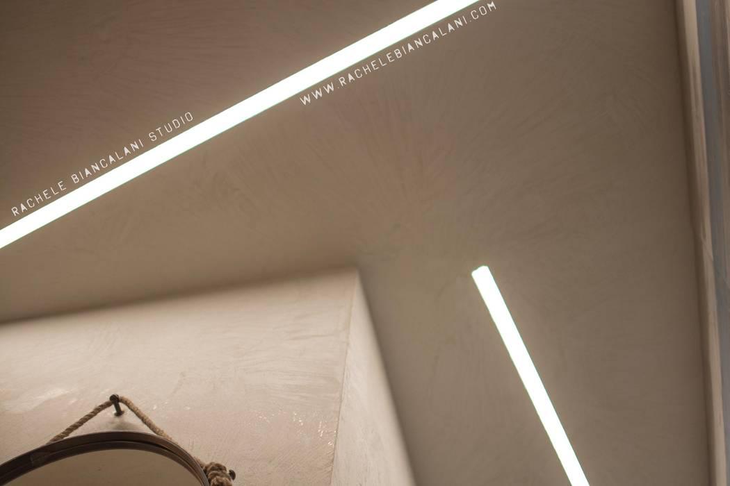 LAMPS led lighting: Bagno in stile in stile Industriale di Rachele Biancalani Studio