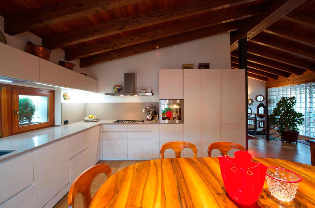 Progetto cucina: Cucina in stile in stile Moderno di STEFANIA ARREDA