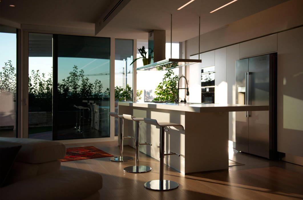Progetto Attico: Cucina in stile in stile Moderno di STEFANIA ARREDA