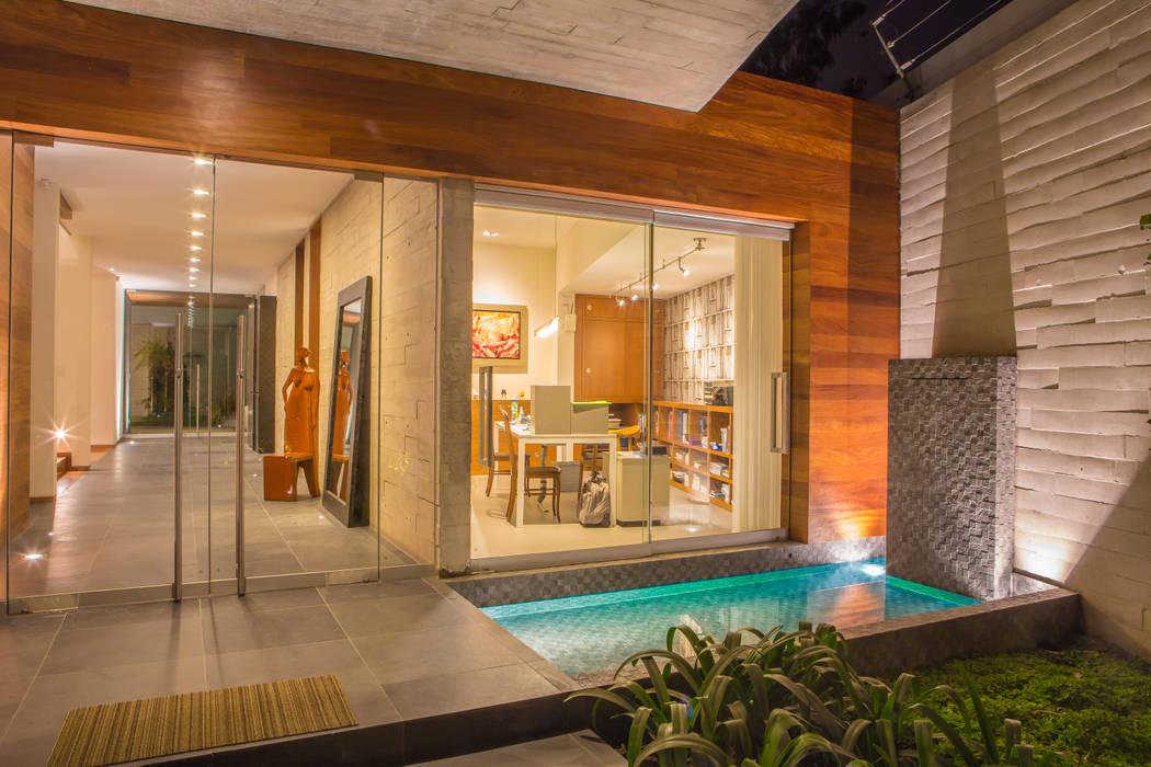 Espejo de Agua Balcones y terrazas de estilo moderno de DLPS Arquitectos Moderno